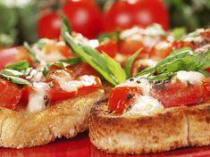 Bruschetta Tomate Mozzarella, Bruschetta Pizza, Pizza Recipes, Appetizer Recipes, Snack Recipes, Healthy Recipes, Appetizers, Easy Snacks, Meals For One