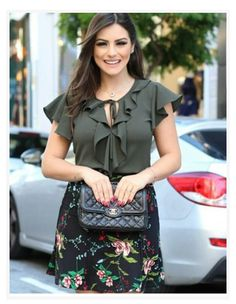 Belíssima!!! Hijab Fashion, Girl Fashion, Fashion Dresses, Blouse Styles, Blouse Designs, White Capri Outfits, Jw Mode, Hijab Stile, Stylish Girl Pic