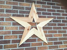 This is a simple DIY project, but it includes multiple precise angles. Cedar wooden stars are beautiful for decorating inside and outside. It's best to build a jig for making your wooden star, and you can use inexpensive cedar fence pickets. Easy Woodworking Projects, Woodworking Furniture, Wood Projects, Woodworking Jigsaw, Unique Woodworking, Woodworking Workbench, Woodworking Classes, Dyi, Cedar Lumber