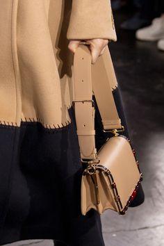 Gabriela Hearst at New York Fashion Week Fall 2020 - Details Runway Photos Uk Fashion, New York Fashion, Fashion Bags, Gabriela Hearst, New Handbags, Luxury Bags, Fashion Accessories, Women, Arm Candies