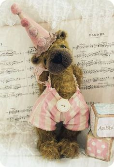 Just plain adorable! Shabby Chic, Shabby Vintage, Teddy Bear Hug, Teddy Bears, Bear Hugs, Tactile Activities, Love Bear, Stuffed Animal Patterns, Stuffed Animals