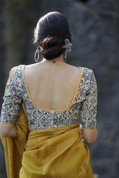 I am liking everything about this look! Saree Blouse Neck Designs, Kalamkari Blouse Designs, Best Blouse Designs, Kalamkari Saree, Saree Blouse Patterns, Sari Bluse, Stylish Blouse Design, Designer Blouse Patterns, Indian Fashion