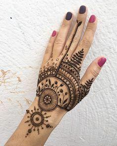 Ideas For Bridal Mehendi Ideas Cool Henna, Simple Henna, Henna Art, Pretty Henna Designs, Modern Mehndi Designs, Mehndi Tattoo, Henna Tattoo Designs, Wrist Henna, Modern Henna