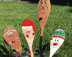 Cucharas de madera de Navidad Santa Reno muñeco por CurvesandEdges