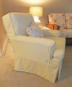 A pretty slipcover makeover for this armchair found at Kalamazoo Kitty. Furniture, Love Seat, Custom Slipcovers, 1950s Armchair, Home Decor, Green Chair, Armchair, Upholstery, Kalamazoo Kitty