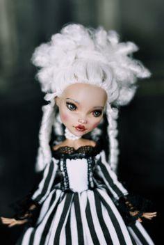 OOAK Monster High Cleo de Nile Repaint Reroot Custom Doll Marie Antoinette   eBay by LadyVerrin