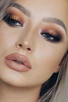 30 Wedding Makeup Ideas For Blue Eyes We have collected stunning makeup ideas for blue eyes. These makeup looks will make your blue eyes shine and sparkle, no matter what shade they are. Eye Makeup Tips, Smokey Eye Makeup, Makeup For Brown Eyes, Makeup Inspo, Makeup Inspiration, Makeup Ideas, Makeup Eyeshadow, Makeup Tutorials, Easy Makeup