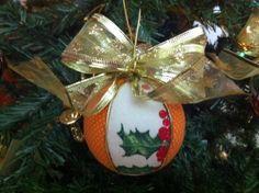 Bolas de Natal em Patchwork Embutido.  Ótimo acabamento e material de ótima qualidade.  Podem ser utilizadas em decoração, árvores e guirlandas de Natal.  Um excelente presente para sua casa ou de um amigo neste Natal!  Temos em outras cores e acabamentos, nos consulte.