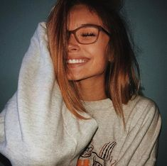 on insta x makeup glasses Cute Poses For Pictures, Picture Poses, Cute Photos, Girl Photos, Artsy Photos, Cute Selfie Ideas, Shotting Photo, Photographie Portrait Inspiration, Instagram Pose