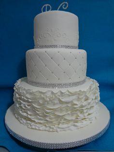 Bolo de casamento Branco e prata