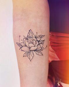 Flor pra trazer beleza, Pureza, Leveza... 🌺🍂 Little Tattoos, Mini Tattoos, Flower Tattoos, Cute Tattoos, Small Tattoos, Beautiful Tattoos, New Tattoos, Body Art Tattoos, Sleeve Tattoos