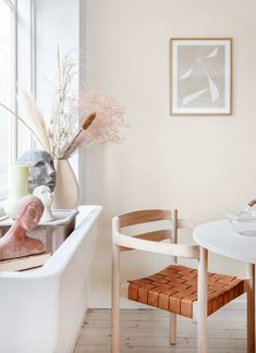 Sådan skal din bolig se ud i 2020 ifølge stylist Rikke Graff Juel - ALT. Earthy Home, Danish Style, Wishbone Chair, Natural Texture, Scandinavian Style, Accent Chairs, Diy Projects, House Design, Cool Stuff