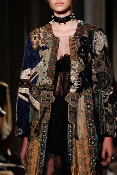 Valentino Fall 2016 Couture Fashion Show Valentino Fall 2016 Couture Accessories Photos - Vogue Style Haute Couture, Couture Fashion, Runway Fashion, Fashion Art, High Fashion, Fashion Show, Womens Fashion, Fashion Trends, Couture Details