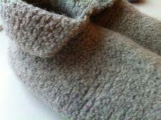 Da vi fik Alberte fik vi disse fantastiske sutsko i barselsgave. Jeg gik hele vinteren rundt og ønskede mig nogen til mig selv. Men først h... Kids And Parenting, Slippers, Fashion, Moda, Fashion Styles, Slipper, Fashion Illustrations, Flip Flops, Sandal
