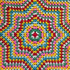 Crochet designed and made with love Crochet Star Blanket, Point Granny Au Crochet, Crochet Stars, Crochet Quilt, Crochet Home, Knit Crochet, Crochet Blankets, Motifs Granny Square, Granny Square Crochet Pattern