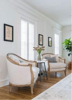Chip and Joanna Gaines of HGTV's hit show Fixer Upper have opened up a rental home — in addition to The Magnolia House — in the heart of Waco, Texas. The historical house, known as Hillcrest Estate, dates from and the Magnolia Home team gave it a fr Living Room Interior, Home Living Room, Living Room Designs, Living Room Decor, Eclectic Living Room, Dining Room, Chip Und Joanna Gaines, Chip Gaines, Joanna Gaines Living Room