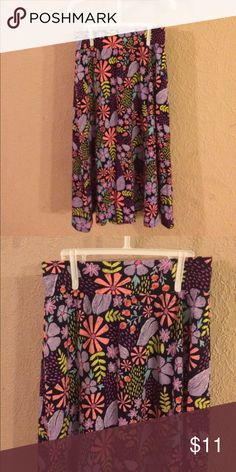 Nwot little girls skirt. Very pretty & bright. Purple, coral, navy are main colors. Really nice dressy modest girls skirt. X-sm 4/5 could possibly fit 6 cat & jack Bottoms Skirts