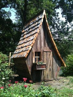 Cutest Chicken Coop of the World? - Feeders & Birdhouses - This is one of the cutest coop I've ever seen! Chickens living there are the are the luckiest one! Chicken Coop Designs, Cute Chicken Coops, Chicken Coup, Backyard Chicken Coops, Chickens Backyard, Play Houses, Bird Houses, Rustic Outdoor Decor, Cute Chickens