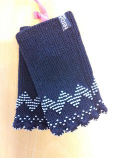 How cool is that? Hand knitted pulse warmers - made by elderly ladies from the Heidadorf. Previously worn to traditional dresses, now fashionable accessories.