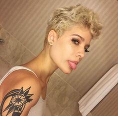 Blonde hair // Halsey