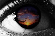 """Opera Fotografica: """"Light screen. Luce che diventa immagine che ha un senso"""". Artista: Valentina Assenza   Stampa digitale a colori su lastra in PVC retroilluminata da LED, 2009."""