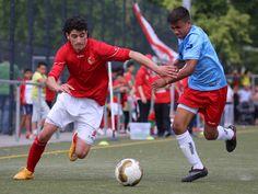 #Mustafa #Fakhro im Duell um den Ball.