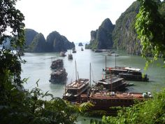 Ha_Long_Bay_with_boats THAILAND