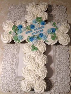 Christening Cupcakes, Pull Apart Cake, Confirmation, Communion, Cupcake Cakes, Sweet Treats, Desserts, Ideas, First Holy Communion