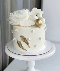 Money Birthday Cake, Birthday Cake Roses, Cute Birthday Cakes, Beautiful Birthday Cakes, Homemade Birthday Cakes, Beautiful Cakes, Baby Girl Christening Cake, Cake Story, Girly Cakes