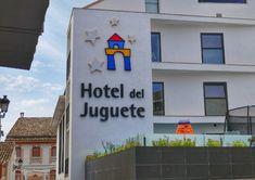 https://elpachinko.com/alicante/hotel-juguete-ibi-opiniones/    Hotel del Juguete de Ibi, el alojamiento con el que sueñan los niños