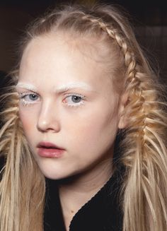 beauty-student: The fluffy fish tail plaits 👌 - runway makeup Runway Hair, Runway Makeup, Hair Inspo, Hair Inspiration, Inspo Cheveux, Girl Hairstyles, Braided Hairstyles, Hair Arrange, Editorial Hair