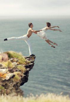 Image de dance, ballet, and couple Shall We Dance, Lets Dance, Praise Dance, Jazz Dance, Ballroom Dancing, Ballroom Dress, Belly Dancing Classes, Dance Like No One Is Watching, Dance Movement