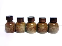 Grands pots à épices en céramique . Grès marron . Poterie ARTS CERAM Grand Feu . France . Cuisine rustique . Vintage Années 70