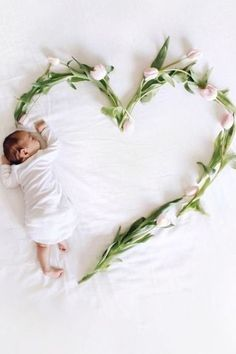 Adorable Ideas for New Born Baby Pics to Take at Home