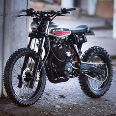SCRAMBLERS & TRACKERS | Another look at the XR600R by Dinamax