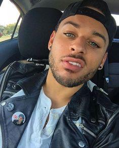 Gorgeous Black Men, Cute Black Guys, Just Beautiful Men, Beautiful Men Faces, Handsome Black Men, Handsome Man, Dark Skin Blue Eyes, Dark Skin Men, Cute Lightskinned Boys