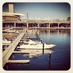 Un bateau vue depuis Pyrmont Bridge #Australie #Sydney #bateau #pont #port