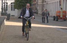 'Nós deixamos a bicicleta na estação e travamos', disse um porta-voz do ministro. 'Quando voltamos meia hora mais tarde, ela tinha se ido.'