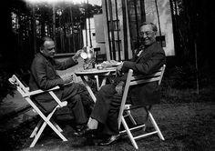 Nina Kandinsky (?), Paul Klee and Wassily Kandinsky, Burgkühnauerallee 6-7, Dessau, 1929 Centre national d'art et de culture Georges Pompidou Bibliothèque Kandinsky, Paris