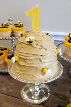 Hive cake for a bee party (have the cake be either blue or pink for gender reveal)