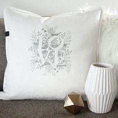 zankyou_bodas🌟SORTEO🌟 ¡Consigue un detalle personalizado para decorar tu hogar! Uno de los 3 cojines de #MyHomeandYours ¿Cómo hacerlo? Sigue estos tres sencillos pasos:    1. Sigue en IG a @myhomeandyours_  2. Sigue en IG a @zankyou_bodas  3. Etiqueta aquí a dos amigas que se vayan a casar (estas deben seguir también las dos cuentas de IG)    Tienes hasta el 18 de febrero, ¡suerte! 👉 Más info en zankyou.es