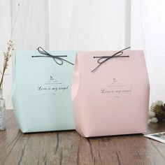 Beautiful Paperboard Gift Bags Best Picture For gifts thank you For Your Taste You are looking for s Clothing Packaging, Jewelry Packaging, Fashion Packaging, Creative Gift Wrapping, Creative Gifts, Diy Gift Box, Gift Boxes, Karton Design, Paper Bag Design