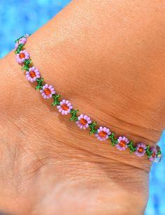 Diy Jewelry, Beaded Jewelry, Jewelry Bracelets, Handmade Jewelry, Jewelry Making, Beaded Christmas Ornaments, Ankle Bracelets, Anklets, Beading Patterns