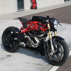 Here's another look at the amazing Buell XB12 SCM R