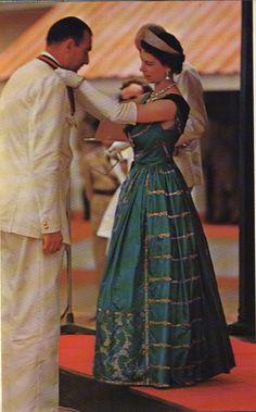 Queen Elizabeth II (Elizabeth Alexandra Mary) UK, wife of Prince Philip Duke of Edinburgh (Philip Mountbatten) born Prince of Greece and Denmark. English Royal Family, British Royal Families, Royal Life, Royal House, Royal Queen, King Queen, Elizabeth Taylor, Queen Elizabeth Ii, Princess Elizabeth