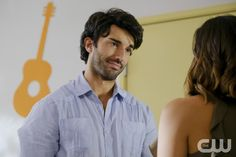 """Jane The Virgin -- """"Chapter Sixty-Three"""" -- Image Number: JAV319a_0163.jpg -- Pictured (L-R): Justin Baldoni as Rafael and Gina Rodriguez as Jane -- Photo: Scott Everett White/The CW -- © 2017 The CW Network, LLC. All rights reserved.pn"""