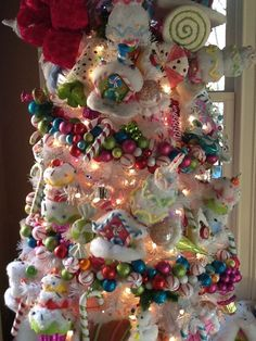 Candy land tree-Check out that ornament garland!