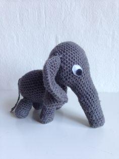 My 3rd crochet project. A cute little elephant.  ~~~~~~~  Mit 3. hækle projekt. En sød lille elefant.