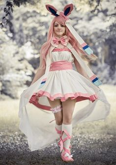 Sylveon cosplay... I CAN'T EVEN- OH MY AHIUDFCHSEIDUVGHOESIHYUFDIOHAS. Rose Cupcake idea if we ever do do pokemon haloween costumes