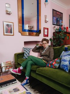 luked-edward-hall-london-home-living-room-green-velvet-sofa-pink-walls-blue-mirror - Katie Considers My Living Room, Home And Living, Living Room Decor, Living Spaces, Room Colors, House Colors, Edward Hall, Green Velvet Sofa, London Apartment